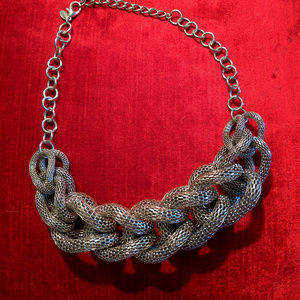 STATEMENT NECKLACE WOVEN SILVER MESH LINKS